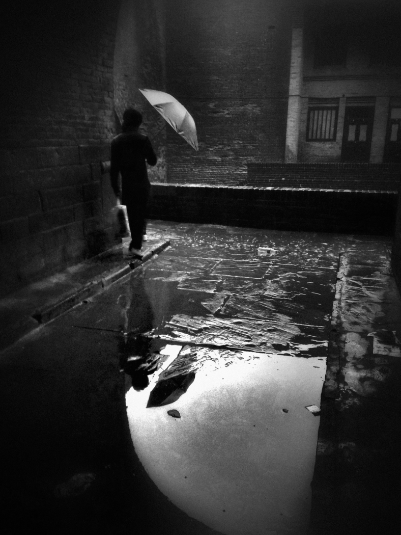 waiting for a break in the rain~ Pingyao